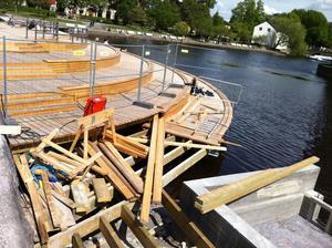Sista delen av trädäcket är ännu inte färdigbyggt.
