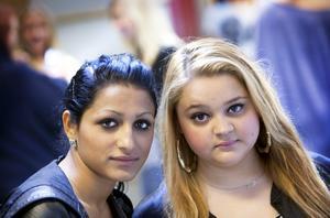 På Risbergska skolan går eleverna Adela Ibrahimi och Djanita Agusi. En gång i veckan har de hemspråksundervisning på Virginska skolan.