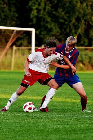 Per Nyman, till vänster, utsågs till matchens lirare i Sund. Den forne GIF-talangen är nu uppe i sex mål den här säsongen.