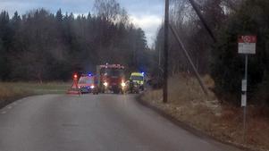 En lastbil välte i Veda, öster om Hallstavik, på måndagsmorgonen.