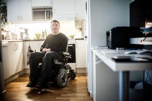 Andreas Thörn bröt nacken i en mc-olycka för över 20 år sedan. Han är fälld i hovrätten för narkotikabrott efter att ha odlat cannabis som han sedan använt mot smärtan.