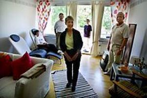 Foto: TERESE PERMAN Trivs redan. 14 lägenheter är nu sålda till norrmän. Lars-Erik och Ernst Jörgensen, Vigdis Simonsen, Torilld och Ivar Borck trivs mycket bra i sina bostäder i Björksätra.