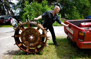 Hjulfynd. Morgan Wilhelmsson har en Fordson Highland hemma i Östansjö, som nu ska få ett nytt järnhjul