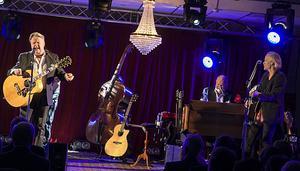 Hotell Hallstaberget öppnar portarna till Sollefteås nya musikscen. Ett av de gästande banden är klassiska Sven-Ingvars.