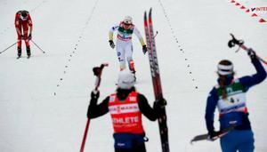Det var glada svenska miner i målfållan i Liberec sedan det svenska damlaget bärgat ännu en medalj. Lina Andersson, Charlotte Kalla, Anna Haag och Britta Norgren stod för den bedriften.Charlotte Kalla gick ut 40 sekunder bakom Norge, men spurtade suveränt på sistasträckan och knep bronset.