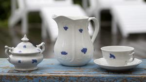 """""""Blå blom"""" är en svensk klassiker som finns i många hem. Somrigt så det förslår."""