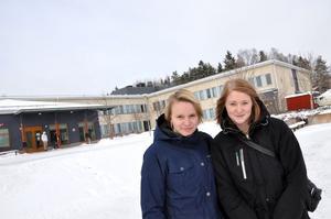 ÄVENTYR. Lisa Hägglund, 18, och Josefin Svensson, 19, går tredje året på omvårdnadsprogrammet i Tierp. De ska praktisera två veckor som volontärer på Moder Teresas hem i Calcutta.