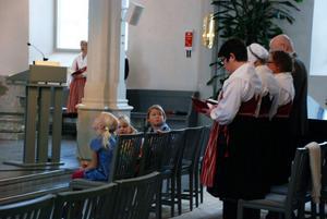 Att få med alla åldrar var viktigt när Alviksborna planerade gudstjänsten i söndags som bland annat innehöll en barnkör.