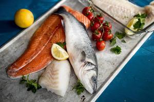 Att laga fisk i ugnen är smidigt, praktiskt och enkelt.   Foto: Christine Olsson/TT