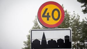 Flera gator i Köping får hastigheten sänkt till 40 kilometer i timmen.