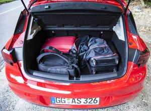 Baksätet rymmer 370 liter. Två personers bagage får plats,