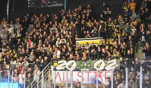 VIK Hockey har haft ett massivt stöd både på hemmaplan och bortaplan under inledningen av Hockeyettan.