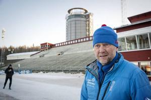 Roger Hedlund är arbetsledare på Östersunds skidstadion.– Vi preparerar och jagar hela tiden nya slingor att binda ihop, säger Roger.Arkivbild