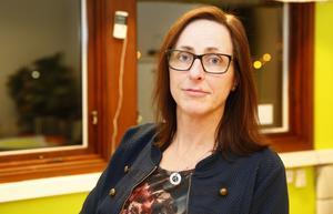 Karin Lindvall, vd för Veteranpoolen i Södertälje, prisas för sitt mentorskap.