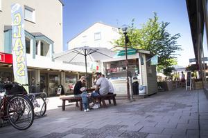 Glasskiosken anklagas för att skymma restaurang Comos uteservering.