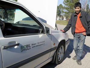 Martin Gunnarsson kom till Järbo för att föreläsa om biogasbilar och låt folk testa hans egen bil.