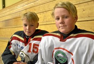 Gillar cuper. Joakim Klockars och Ludwig Boström, från GSK/Lindlövens U13-lag, tycker att det är roligt att spela cup på hemmaplan.