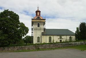 Årsunda kyrka. Tvisten om var en person skulle jordfästas slutade med att Årsunda församling JO-anmäldes.
