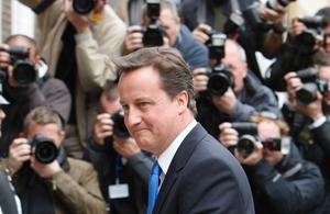 David Cameron, ledare för de Konservativa, gjorde ett framgångsrikt val. Men partiet lyckades inte nå egen majoritet i parlamentet.