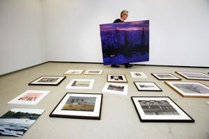 – Jag är ofta sugen på en lite filmisk känsla, säger konstnären Peter Ern, som ställer ut på konsthallen