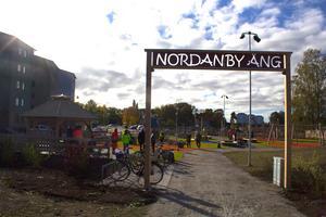 På kanelbullens dag var det dags för invigningen av den nya lekplatsen vid Nordanby äng.