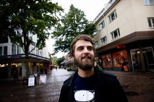 Johan Hansson har varit arbetslös i snart två år. Han har sökt massor av jobb utan framgång. I oktober blir han utförsäkrad från a-kassan.