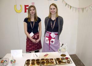 Amelia Ögren och Jona Zart från Kramfors sålde muffins.