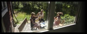 Hanna Wiskari Griffiths, Jens Comén och Mia Marin spelar på fjällvandringsturnén.