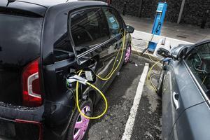 När den statliga utredningen med samma namn nu remissbehandlats står det klart att förväntningarna är stora på att den avgasfria eldrivna bilismen ska stå för en stor del av omställningen. Det skriver företrädare för elbilsbranschen.
