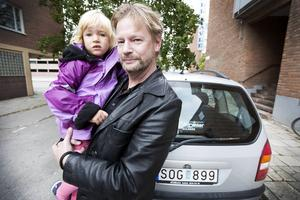 Ulf Redlund med sin dotter.