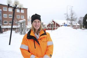 Emma Nordebo Snygg, gatu- och parkchef på Ljusdals kommun, välkomnar vintervädret och berättar att enheten faktiskt sett fram emot snön.