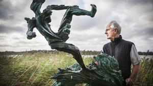2016 auktionerade Richard Brixel ut sin skulptur
