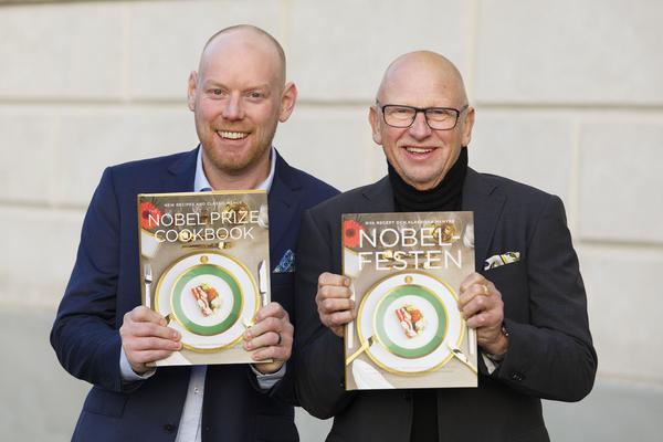 Nyligen utsågs boken Nobelfesten till Årets bästa kokbok. Boken är skapad av Niclas Wahlström (t.v.) och Gert Klötzke (t.h.) tillsammans med kocken  Fredrik Eriksson.