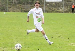 Stugsunds Tomas Renman gjorde 2-1 i premiären mot Ilsbo.