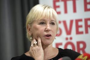 Margot Wallström hälsas välkommen tillbaka.