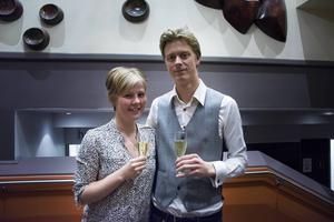 Ann-Mari Darj och Kristoffer Darj hade en barnfri kväll och passade på att njuta av Bo Sundström och god mat.