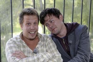 Packade. Filip och Fredrik kom berusade till en presskonferens. Jaja.
