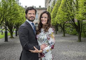 Prins Carl Philip och Sofia Hellqvist fotograferade på Stockholms slott i samband med TTs intervju inför det kommande bröllopet.