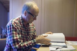 Sven-Olof Bergström från KTH i Stockholm tar fram konstruktionsunderlag åt Sjölins smide i sitt examensarbete.