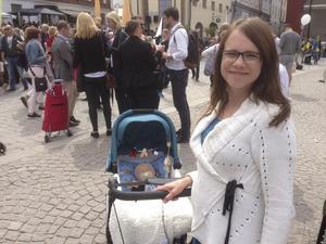 Veronica Westergård (KD) i Almedalen med sonen Eliah.