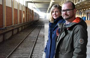 Lotta Kristow och Lars-Olof Persson tror att det snart kommer finnas ny verksamhet i den gamla postterminalen, nu när den fått tillbaka sitt järnvägsspår.