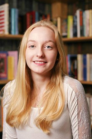 3. Emma Finnström, 17 år och bor i Östansjö, Lillhärdal. Studerar på samhällsprogrammet/beteendevetenskap på Härjedalens gymnasieskola. Gillar musik, att sjunga och att spela piano.          Det visst vi inte om henne: Hon har fobi för disktrasor.