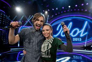 Kevin Walker och Elin Bergman slåss om vinsten i fredagens final av Idol.