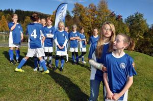 I lördags var hela laget i Duved och spelade matcher i ÖP-liret. Men den stora utmaningen blir i kväll när de tävlar i Lilla Sportspegeln. Längst fram Felicia Broberg och Sofie Eriksson, som kommer att synas i tv-rutan.