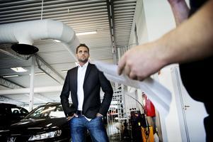 Brottsplatsen. Magnus Pettersson besökte den bilhandlare som sålt en bil till någon som utgav sig för att vara honom.