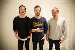 Mobiedick består av Christoffer Abrahamsson, trummor, Joel Hemréus, gitarr och sång och Christofer Näs, bas.