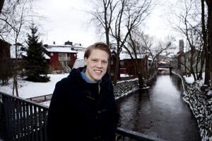 Skadefri. Niclas Lundgren bröt båtbenet i en bortamatch mot BIK Karlskoga i november. Nu är han tillbaka i laget och förstäker VIK med sina defensiva kvaliteter. Lundgren spelar mot Malmö Redhawks i eftermiddag. FOTO: PER G NORÉN
