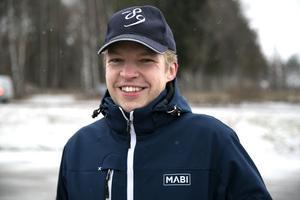 Andreas Nilsson tycker att det har blivit en trevligare upplevelse att åka till jobbet i och med den nya beläggningen.