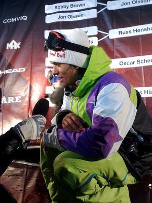 Jon Olsson var trött efter att han slutat trea i sin egen tävling, Jon Olsson Invitational, tillsammans med unga kompisen Oscar Scherlin. Han tog sig ändå tid för mediaintervjuer innan det var dags för autografer.