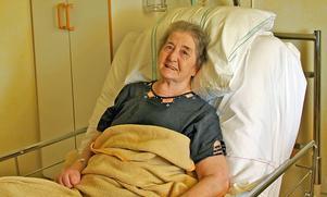 Elisabeth Olsson är glad och tacksam till sjukvården. Hon säger att det är tack vare dem hon lever i dag.